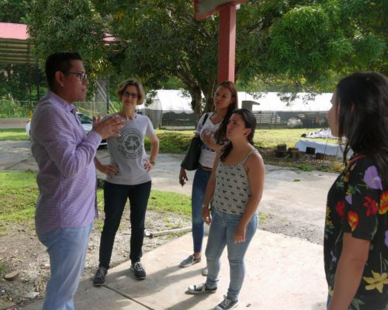 Visita de la Municipalidad de Curridabat, Costa Rica al Centro educativo de aprovechamiento de residuos.
